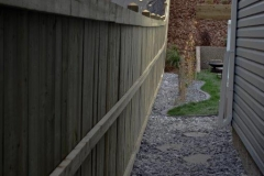 Long straight pressure teated fence